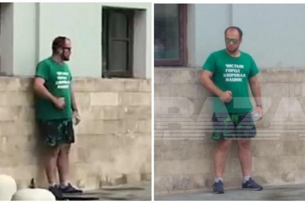 Мужчина стоит у здания Минстроя