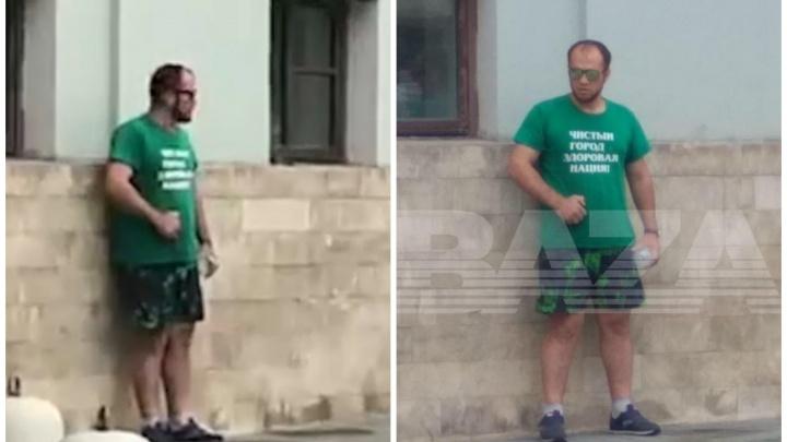Требует Якушева: у здания Минстроя мужчина облил себя бензином и угрожает самосожжением
