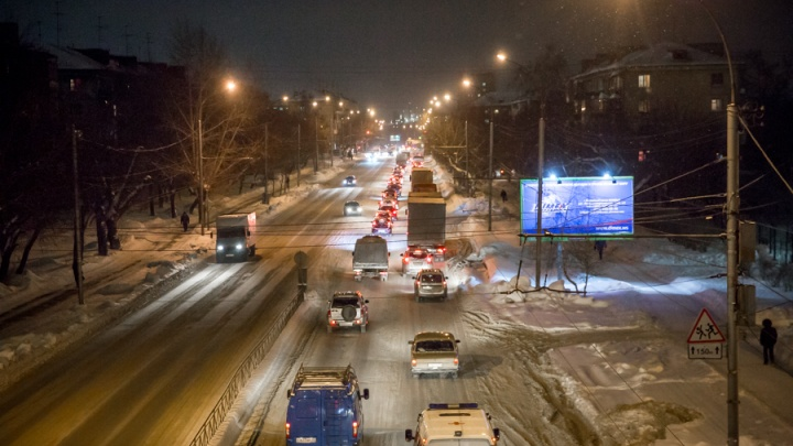 Едут стоя: Новосибирск парализовали 10-балльные пробки