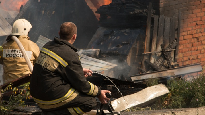 Муж буянил, жена вызвала полицию: хозяева сгоревшего в Егорлыкской дома поссорились перед пожаром