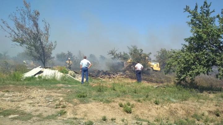 Тушили с вертолета: на севере Ростова полыхал сильный пожар