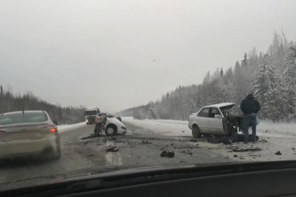 По данным очевидца, трагедия произошла примерно в 14:30 рядом с селом Демьянское в Уватском районе