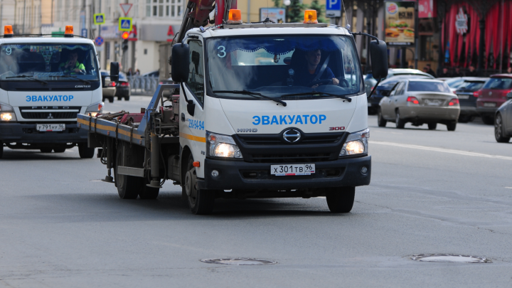 ФСБ начала масштабные проверки штрафстоянок, куда эвакуируют машины с улиц Екатеринбурга