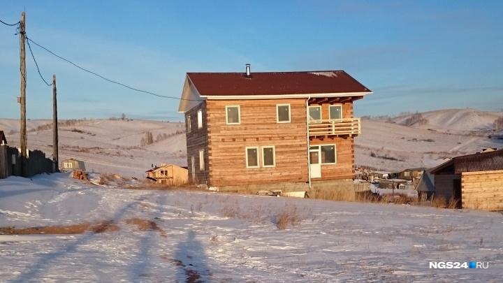 Многодетной семье выделили землю под дом, а после изменений генплана лишили их подъезда к нему