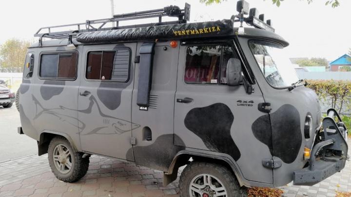 Омич сделал дом на колёсах из «буханки» и решил продать за 600 тысяч рублей