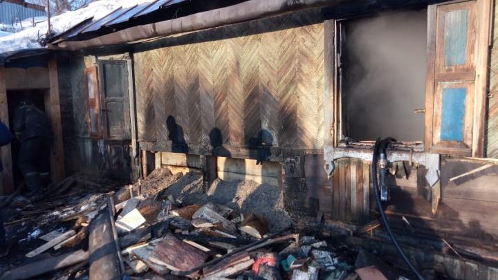 Запертый на щеколду ребёнок погиб в горящем доме в Заельцовском районе