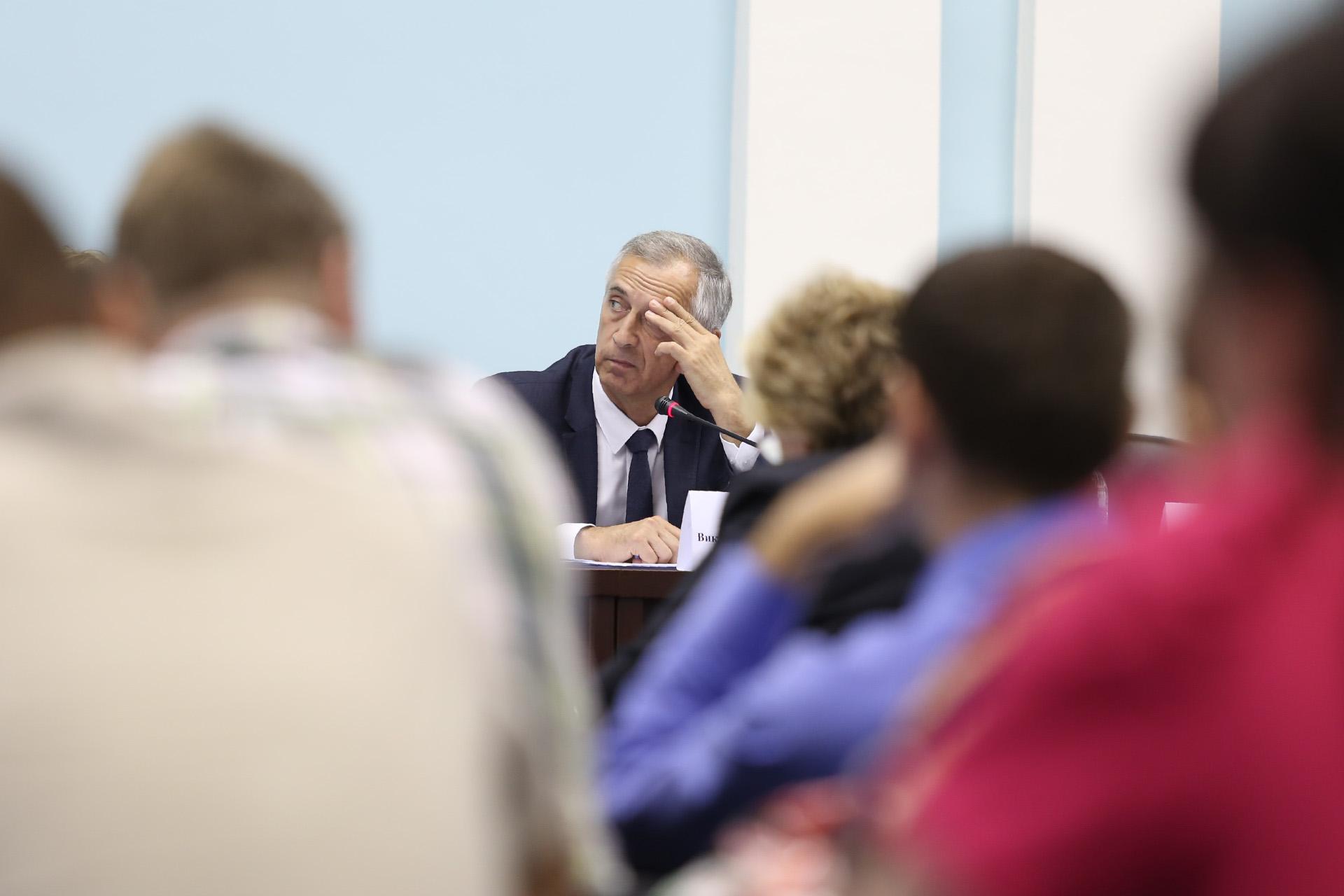 Виктор Тупикин ответил, что проблемой мошенничества с деньгами дольщиков Минстрой не занимается