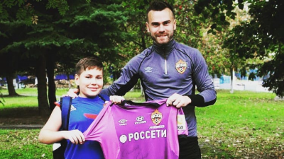 Футболист Игорь Акинфеев исполнил мечту маленького фаната из Ярославля
