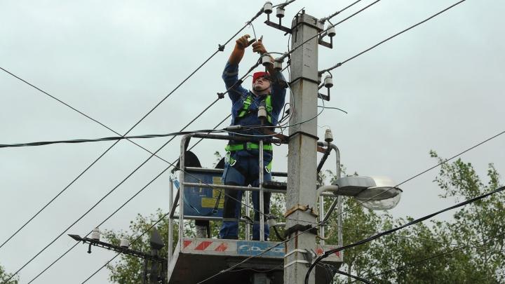Жители Богдановича остались без света и тепла из-за затянувшегося ремонта