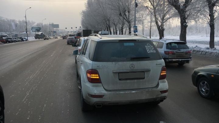 Водитель «Мерседеса» уснула за рулём на Большевистской и догнала «Мицубиси»
