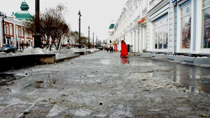 В магазине на Ленина прорвало трубу. Часть Любинского проспекта затопило водой