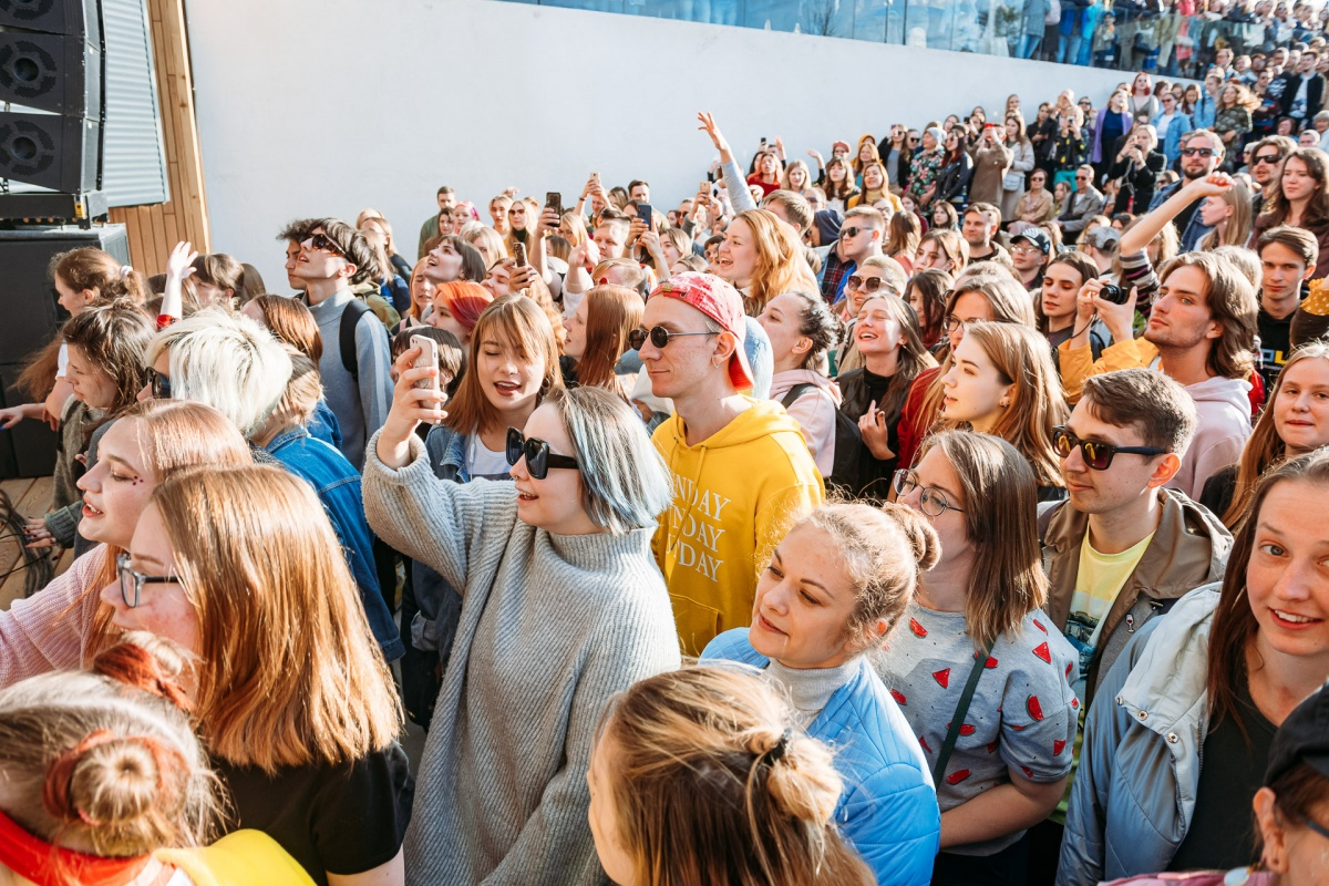 Концерт Ивана Дорна и дизайнерский маркет: в выходные пройдет Super MEGA Fest