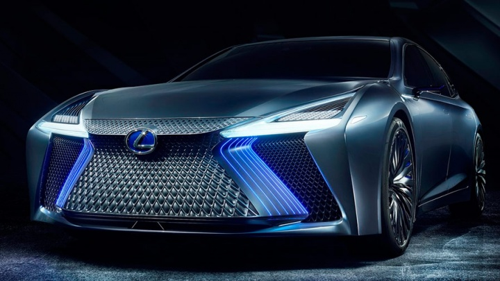 Lexus показал новейшую модель с синей бородой