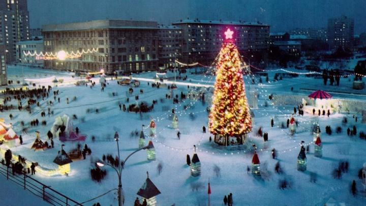 Платья из марли, самодельные игрушки и городок на всю площадь Ленина: 12 новогодних фото прошлых лет