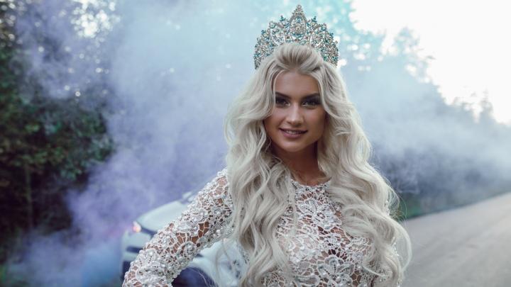 Красавица-блондинка из Лесосибирска борется за титул «Мисс Космополитен Мира»