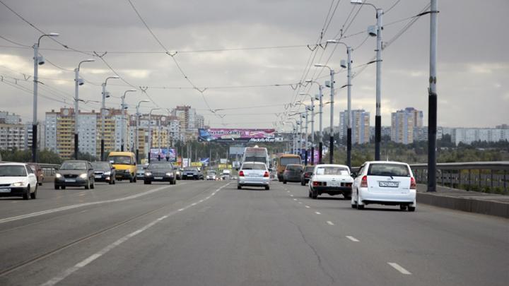 В Омске мужчина упал с моста у Телецентра