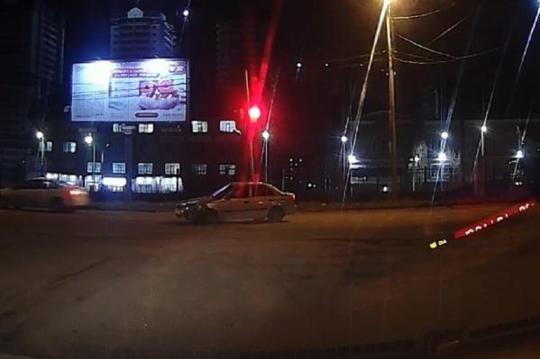Так выглядел перекресток Нансена — Буденновский через несколько секунд после столкновения