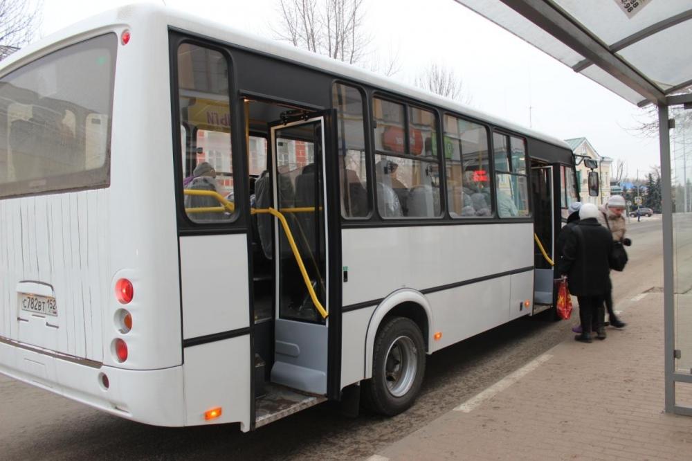 Ночью городской администрации пришлось подписывать договор с новой транспортной компанией