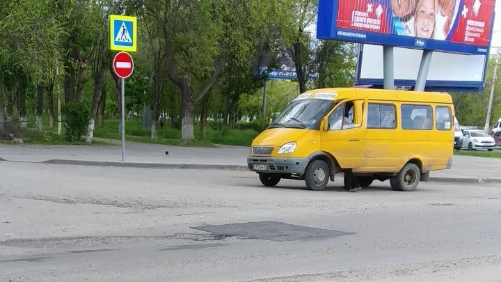 В Волгограде залатали дорожную яму-«невидимку»