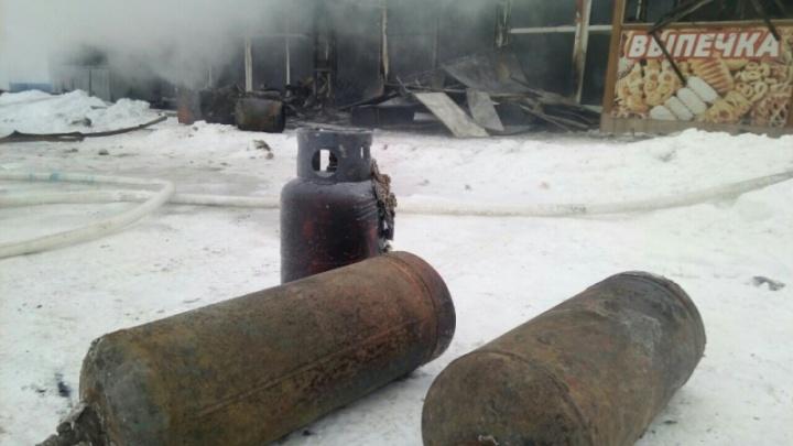 «Была реальная угроза взрыва»: пожарные рассказали, как тушили павильоны возле челябинского вокзала