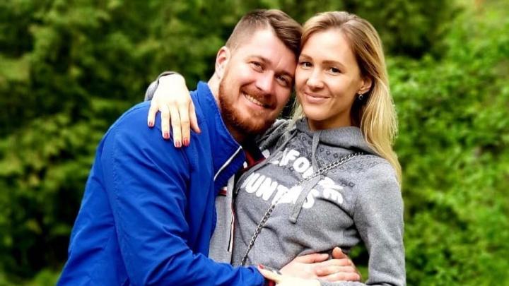 «По фотографии сразу понял, что это она»: красивые пары, которые встретились на НГС и поженились