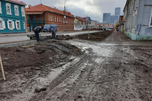 Из-за дождей дороги в центре города размыло