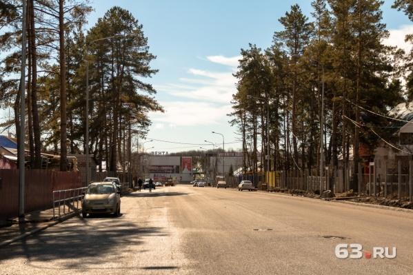 Проезд автомобилейзапретят и по улице Дальней