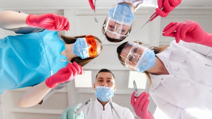 Из-за этих 4 мифов люди обращаются к стоматологу, когда лечить зубы уже поздно