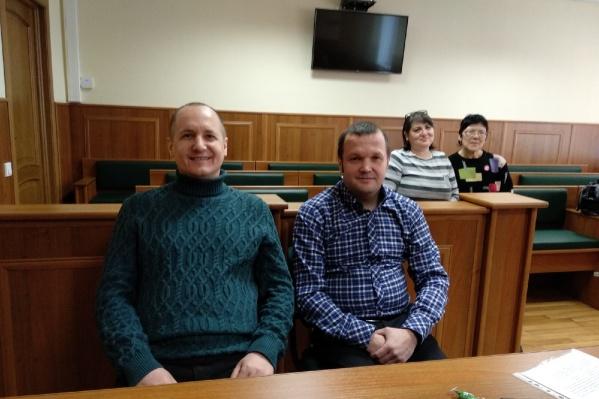 Житель Плесецка Александр Миронов — справа