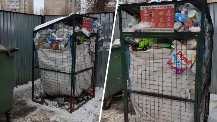 Время и стекло. В Челябинске забросили переполненные контейнеры для раздельного сбора мусора