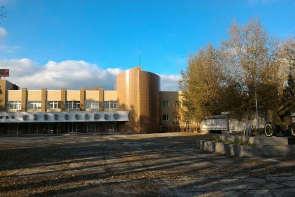 Здание завода решили частично продать