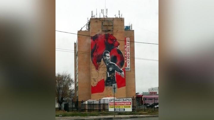 На здании мясокомбината в Тольятти нарисовали экс-вратаря сборной России Игоря Акинфеева