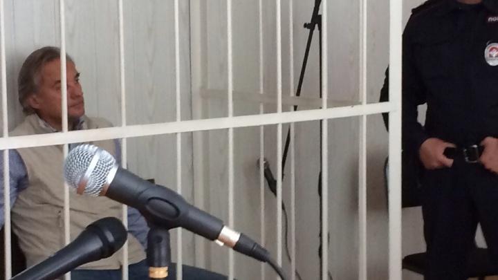 После обвинений в мошенничестве самого богатого омского депутата Калинина арестовали на месяц