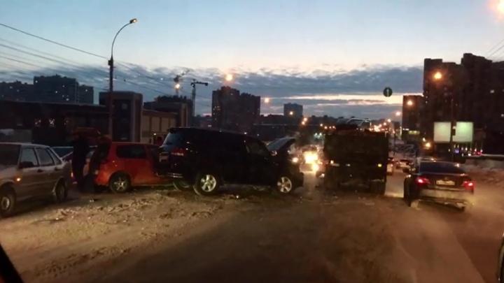 Видео: Кошурникова встала в гигантскую пробку из-за аварий
