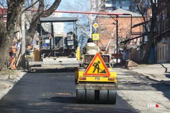 Администрация Новочеркасска не может найти желающих ремонтировать и убирать дороги