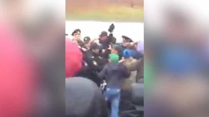 На соревнованиях по спидвею житель Башкирии подрался с полицейскими