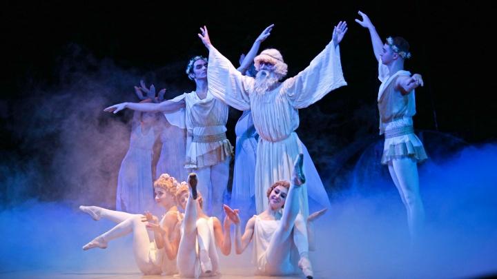 От греха подальше: для уфимцев станцевали «божественный» балет «Сотворение мира»