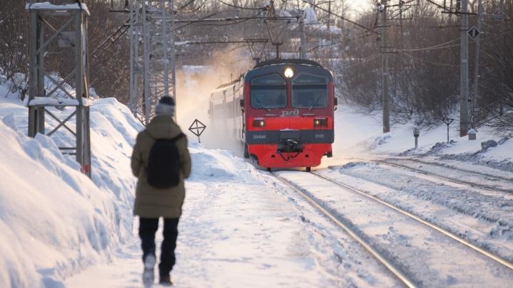 Выражался и курил в вагоне: вахтовика из Башкирии сняли с поезда за недостойное поведение