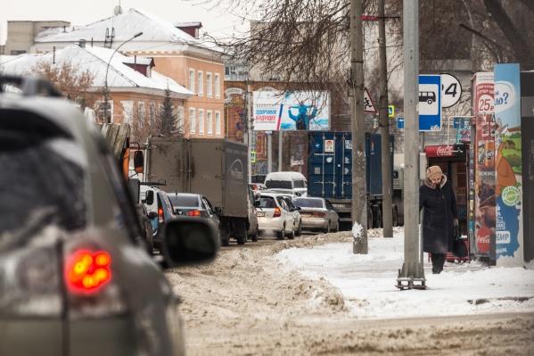 Из-за работы светофоров нередко образуются пробки