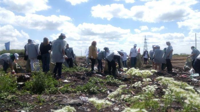 Неравнодушные кузбассовцы убрали огромную свалку мусора в Кемеровском районе (фото)