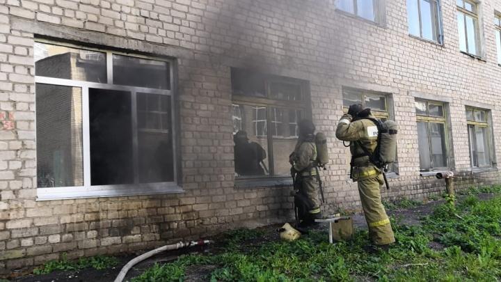Эвакуировали 23 ребенка: в уфимской школе вспыхнул пожар