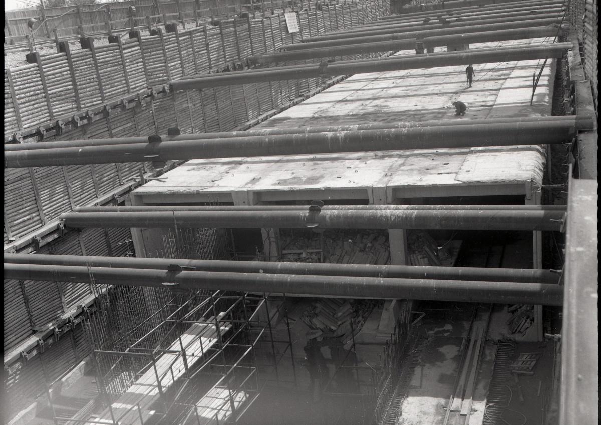 При строительстве метро разрывали огромные котлованы