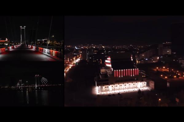 На видео несколько раз сменяется ритм музыки, и вместе с ним динамика и цвет подсветки