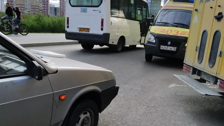 В Тюмени пенсионерка решила сократить путь и попала под колеса машины