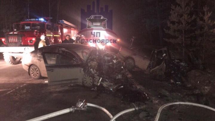 На дивногорской трассе в жуткой аварии разворотило два авто. Погиб человек