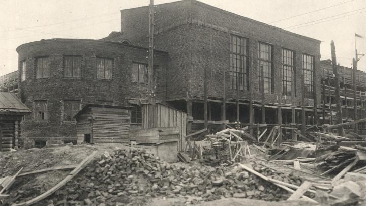 Из полуразрушенной школы в конструктивистский дворец: история ДКЖ на Свердлова
