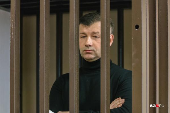 Дмитрия Сазонова обвиняют не только в крышевании ЧОПов, но и в получении взяток с фотостудий