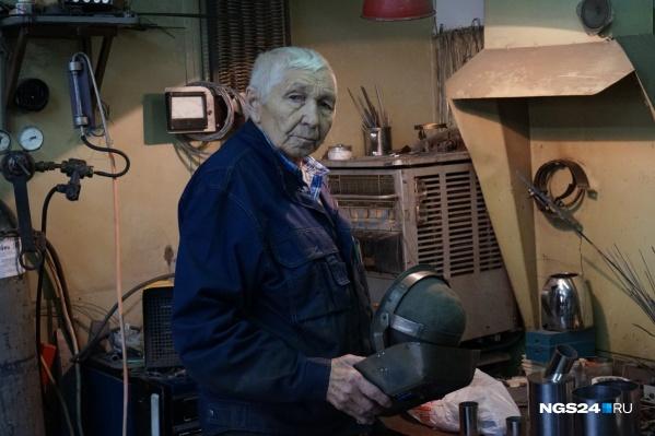 Анатолий Николаевич Федосов работает на ученых уже 50 лет