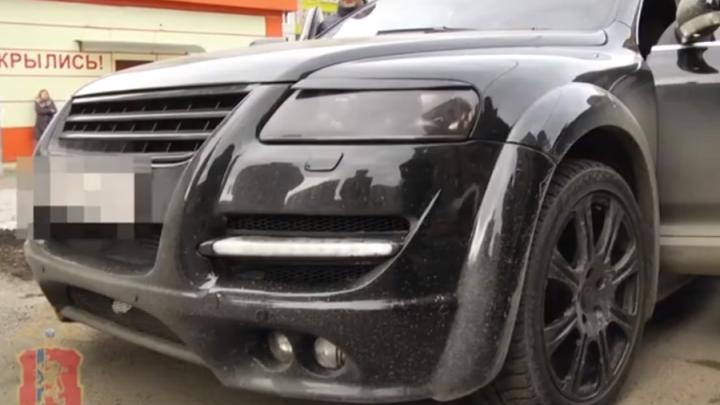 Водитель «Мерседеса» избил сотрудника ДПС и получил обыски в своих квартирах: продолжение дела