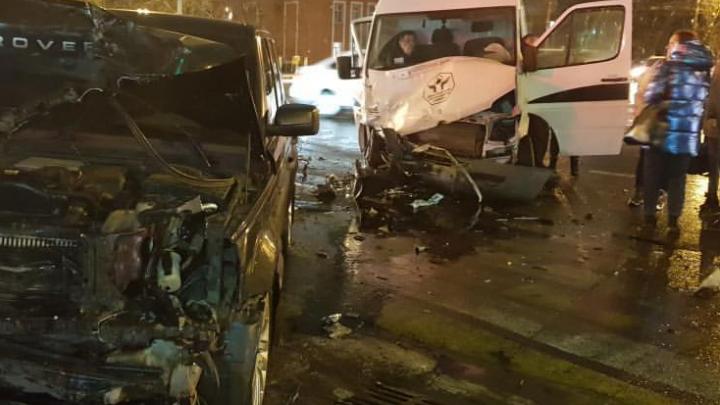 ДТП на проспекте Толбухина: разбились две машины. Информация о пострадавших